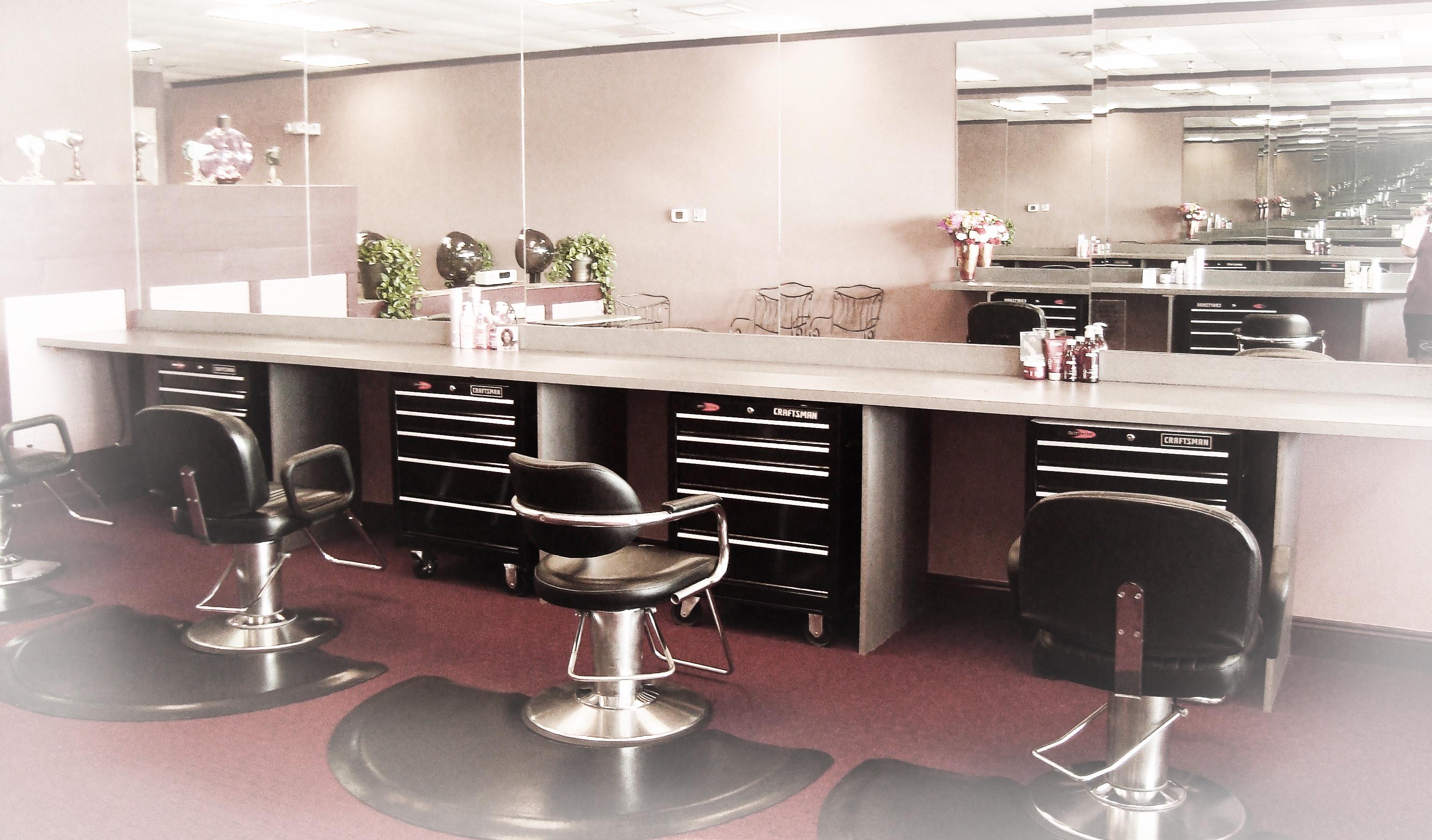 Inside Salon Salon in Destin